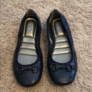 Like new Me Too Lexey flats in navy, size 9M
